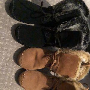 Toms black and khaki suede faux fur boots